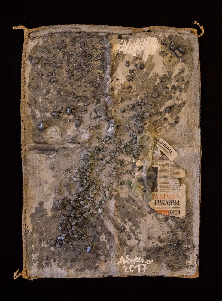 Alice Voglino, Diluvio, 2017, acrilici, gesso, sassi, vetri, resina, carta di quotidiano su juta, cm97x70x2,5